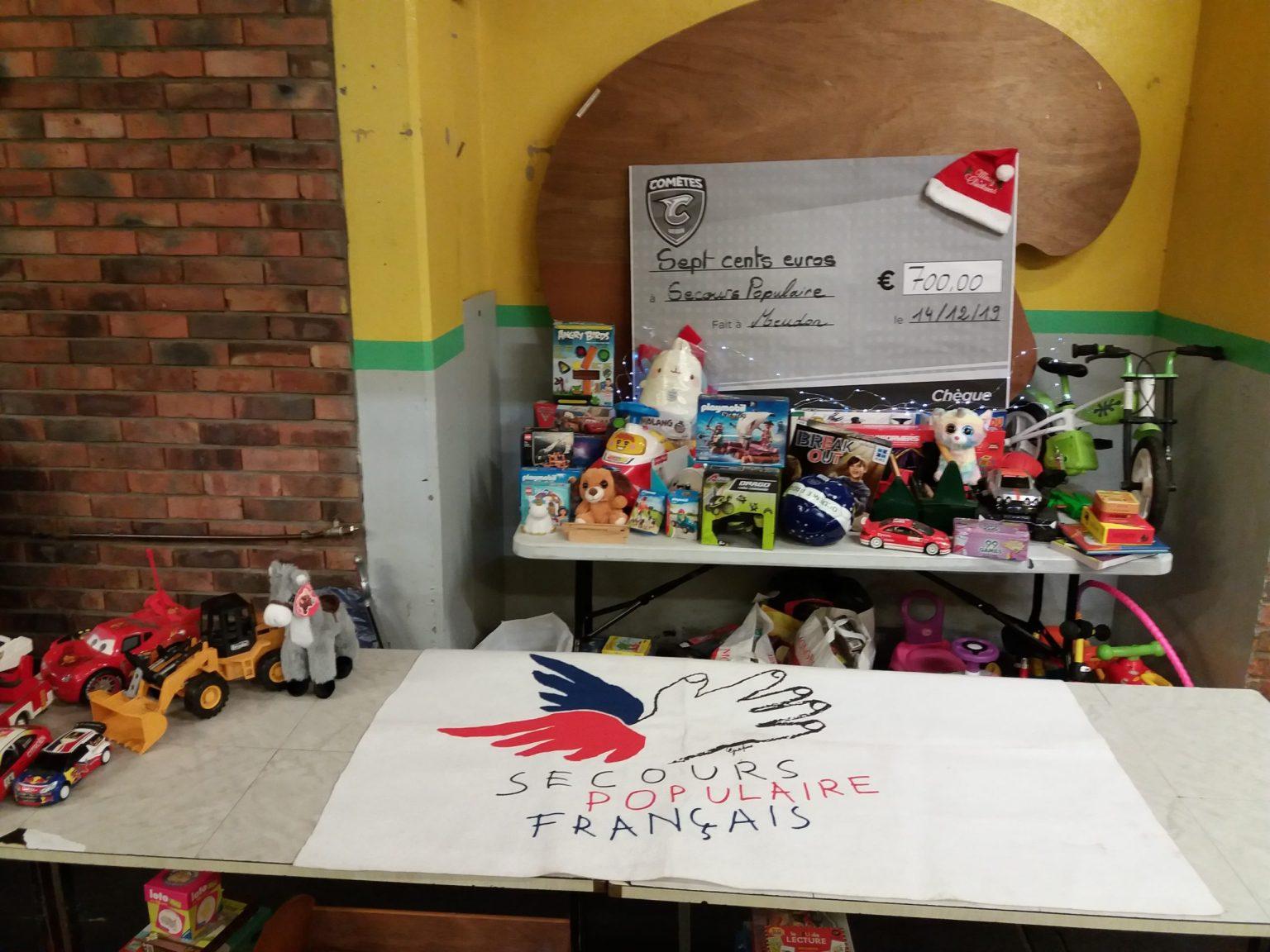 Les jouets collectés et les 700€ de la vente des maillots pour le Secours Populaire de Meudon